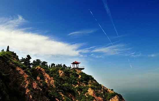 烽山是长岛的至高点, 南长山岛的风景一览无余.