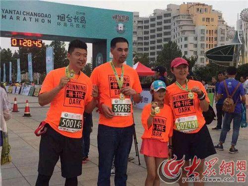 山东长岛马拉松开跑 17位视障跑者享受碧海蓝天