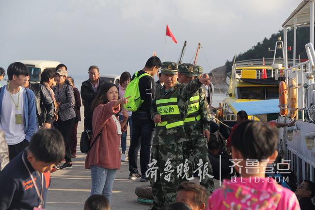 烟台长岛这座海岛上蝮蛇成群,民警每天巡逻30公里